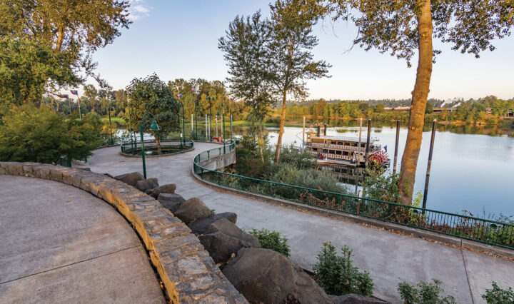 Picture of Riverfront Park and the Willamette Queen