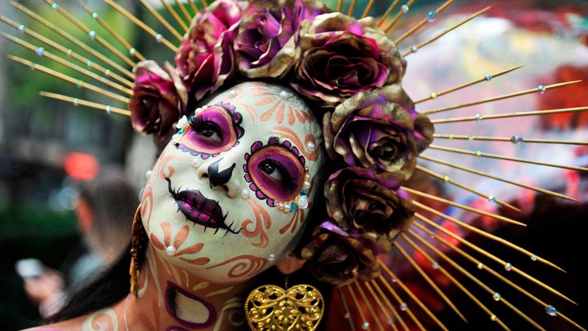 Woman dressed as icon skeleton Catrina.